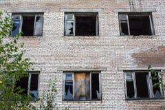 Övergav industribyggnader i den Leningrad regionen Ryssland Arkivbild