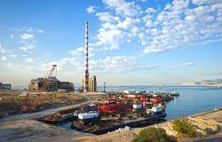 Övergav industriella lättheter i Piraeus, Grekland Royaltyfri Foto