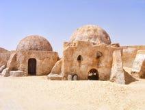 Övergav landskaphus från filmstjärnakrigen - Mos Espa, Tatooine arkivfoton