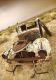 Övergav rostiga gammala åker lastbil Arkivfoto