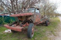 Övergav rostiga gammala åker lastbil Royaltyfri Fotografi