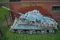Övergav Sherman Tank Wreck i Novi Sad, Serbien royaltyfria bilder