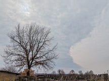 Övergav syrafärger för landskap mulen himmel fotografering för bildbyråer
