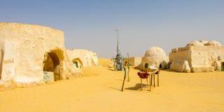 Övergav uppsättningar för den Star Wars filmen står fortfarande i den tunisiska öknen nära Tozeur, Afrika royaltyfria foton