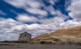 Överge skyddet på berget på Chang La Pass royaltyfri fotografi