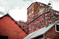 Övergett bearbeta Kennecott för kopparminen maler i Alaska Arkivfoton