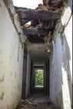 Övergett demolerat hus Arkivfoton