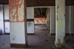 Övergett demolerat hus Arkivfoto