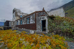 Övergett gammalt hus Arkivbild