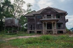 Övergett gammalt hus Arkivfoton