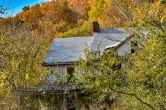 Övergett hem i nedgången Fotografering för Bildbyråer
