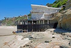 Övergett hem på tusen moment sätta på land, i Laguna Beach, Kalifornien royaltyfri bild