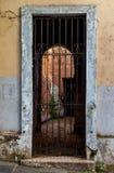 Övergett hus i gamla San Juan Arkivfoto