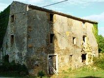 Övergett hus i Istria arkivbilder