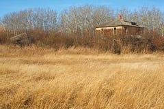 Övergett hus i nedgång Arkivfoto