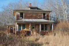 Övergett hus i nedgång Royaltyfri Bild