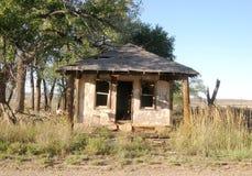 Övergett hus i spökstaden Route 66 Arkivfoto