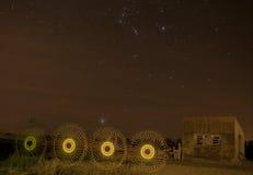 Övergett hus med stjärnor Arkivbilder