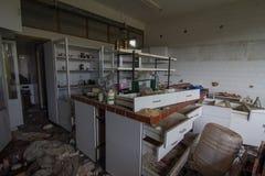 Övergett kemiskt laboratorium arkivfoton