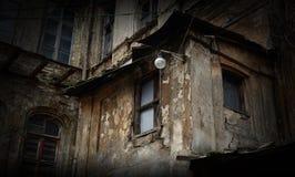 Övergett kusligt hus, farlig struktur, Odessa, Ukraina Royaltyfria Foton