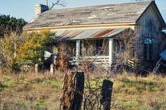 Övergett lantbrukarhem i lantliga Texas Arkivbild