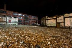 Övergett och delvist demolerat glasbruk - rulla, West Virginia Royaltyfri Fotografi
