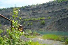 Övergett villebråd för coalmining i den Kemerovo regionen Arkivbild