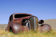 Övergiven antik bil Arkivbilder