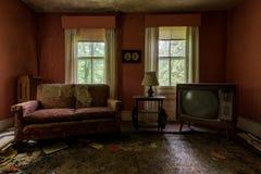 Övergiven antik vardagsrum & television - övergett hus - New York royaltyfria bilder