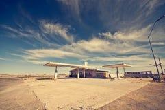 Övergiven bensinstation längs Route 66 Royaltyfri Fotografi