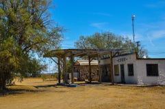Övergiven bensinstation på historisk rutt 66 Fotografering för Bildbyråer