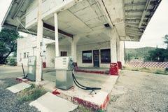 Övergiven bensinstation på rutt 66, USA Arkivfoton