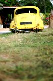 övergiven bil Arkivbild