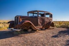 Övergiven bil i förstenade Forest National Park längs Route 66 Royaltyfri Foto