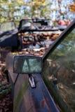 Övergiven bilspegel arkivbild