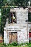 Övergiven byggande fasad Arkivbild