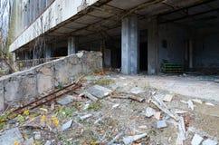Övergiven byggnad av slotten av kultur Energetik, spökstad Pripyat i zon för Tjernobyl NPP-avlägsnande arkivfoton