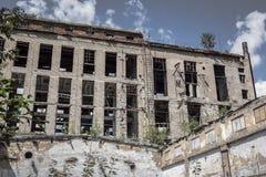 Övergiven byggnad, förstörd fabrik Royaltyfria Foton