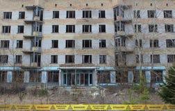 Övergiven byggnad i den Tjernobyl zonen ukraine Arkivbilder