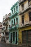 Övergiven byggnad i Kuba Arkivbild