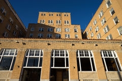 Övergiven byggnad i mineral väller fram texas Arkivfoto