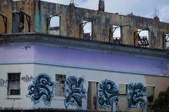 Övergiven byggnad med grafitti i San Juan, PR Royaltyfri Bild