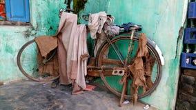 övergiven cykel Royaltyfria Foton