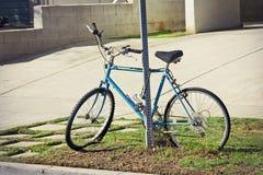 övergiven cykel Royaltyfri Fotografi