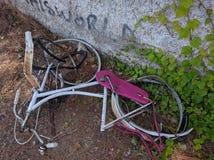 övergiven cykel arkivbilder