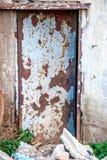 övergiven dörrfabrik Arkivbild