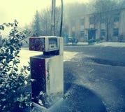 Övergiven diesel- pumpstation Arkivfoton