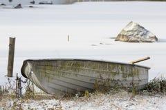 Övergiven eka på en vinterdag Royaltyfria Foton