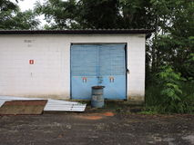Övergiven fabrik, delar av bransch som är utsatta till klimatet Arkivfoto