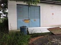 Övergiven fabrik, delar av bransch som är utsatta till klimatet Fotografering för Bildbyråer